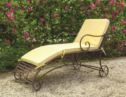 Lounge chair metal. Metal. 70,0x144,5x90,3cm. oq/1,mc/1 Pg.109    *Cushions not included